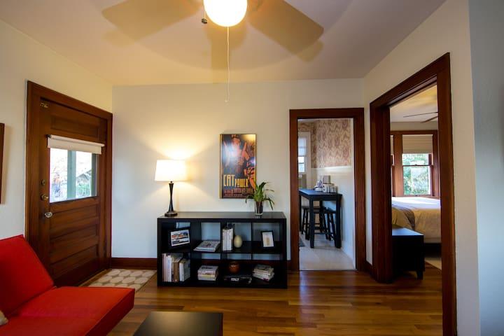 UT/Hyde Park Craftsman Apartment - Austin - Apartment