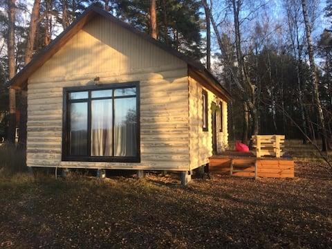 Uma casa com todos os confortos da floresta.
