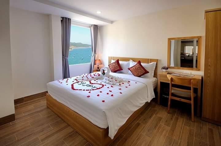 A three stars beachfront hotel, rooms w ocean view