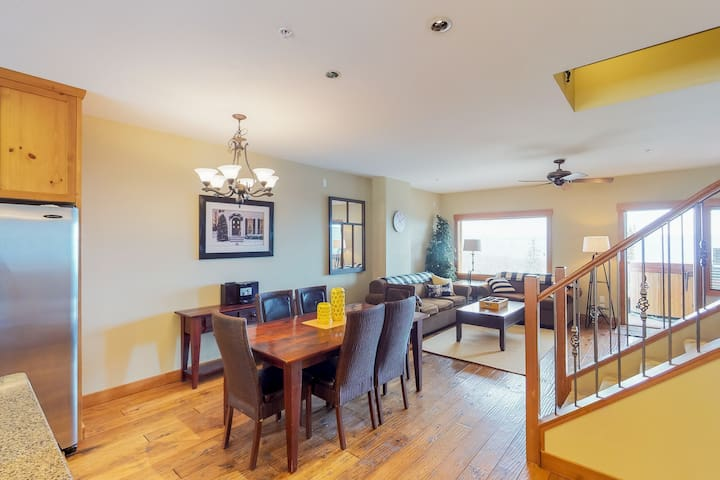 Spacious condo with private hot tub, mountain views and ski in/out access!
