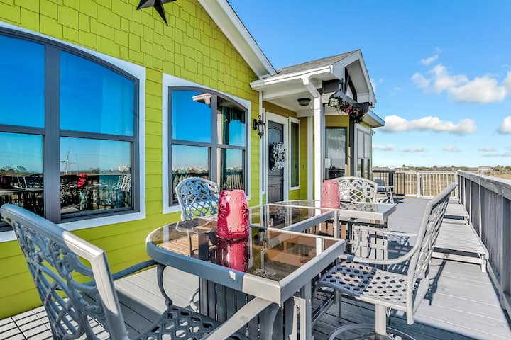 Beautiful Bayfront home w/ large deck and amazing views