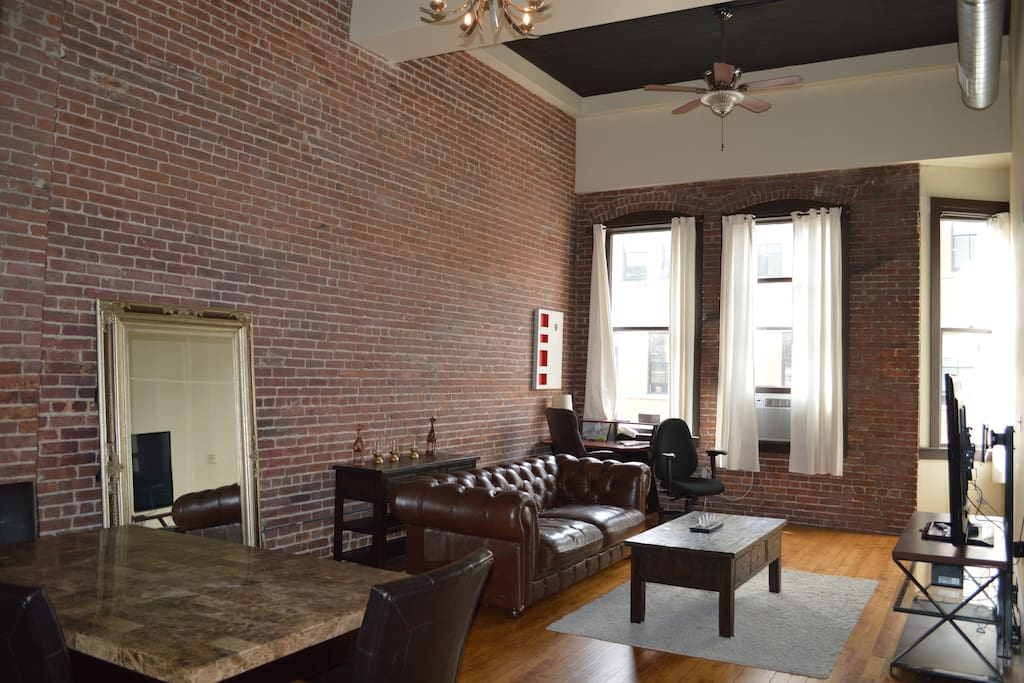 Downtown loft on washington st apartments for rent in providence rhode island united states for 3 bedroom apartments in providence