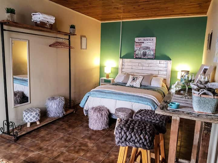 Private Room and bathroom in Hostel del Lago
