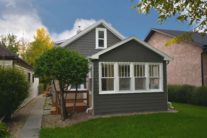 Cozy renovated home across from Kildonan Park!