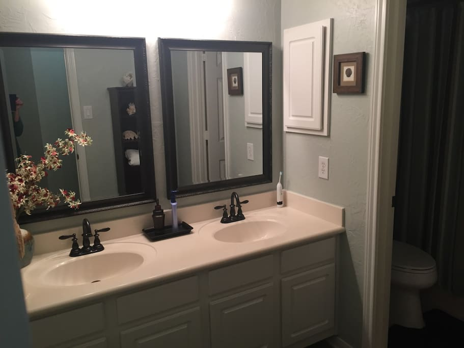 Guest bath with two sinks