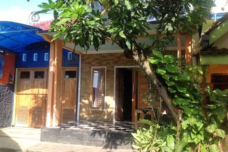 Umi's Private Space in Jenggawah Jember Jawa Timur - Jenggawah - Pensione