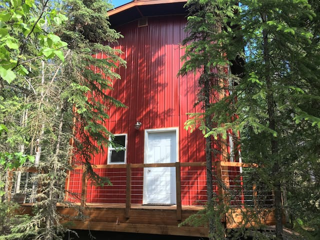 The Red Cabin in the Woods