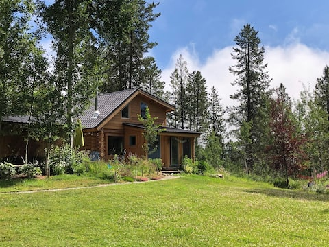 Charming Jackson Hole log cabin on horse property