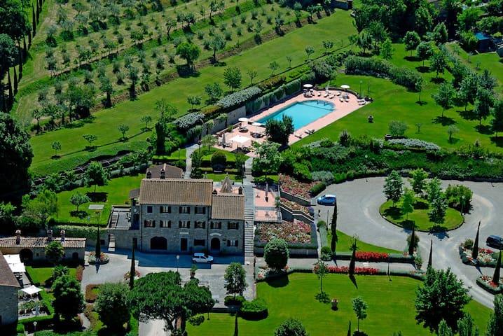 Grand Tuscan Suite nearby Cortona