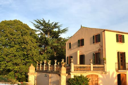 AMAZING HISTORIC MASIA IN VINEYARDS NEAR BARCELONA - Sant Miquel d'Olerdola - Casa de camp