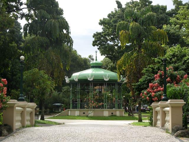 Praça Batista Campos - 17 minutos andando