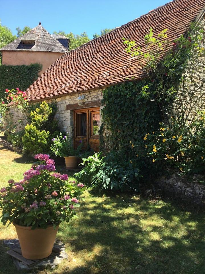 Maison lotoise dans un écrin de verdure