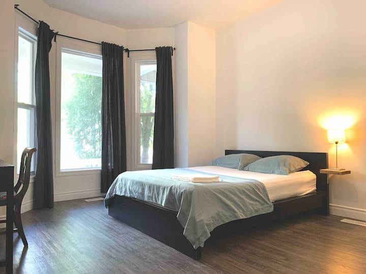 Large Private Room, En-Suite Washroom/Living Area