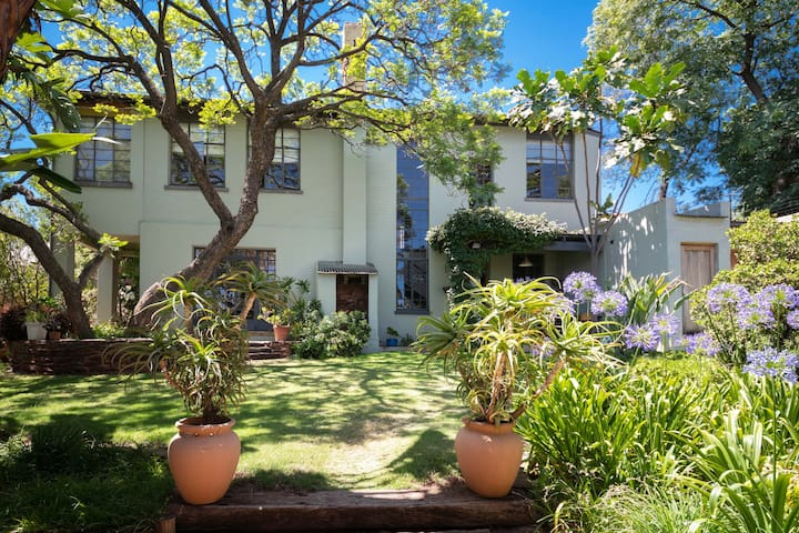 The Hillside House, Bed and Breakfast in Melville
