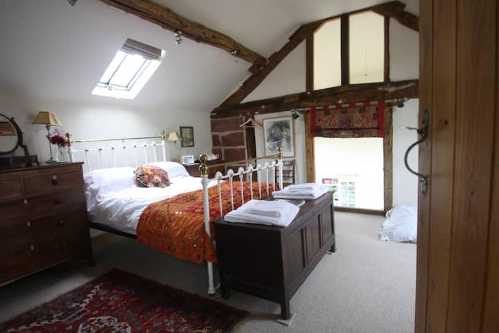 Dovecote Barn Grade II Listed - Gallery Bedroom