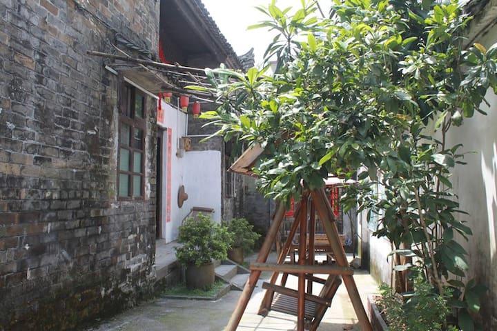 yangshuo loong old house backyard twin room