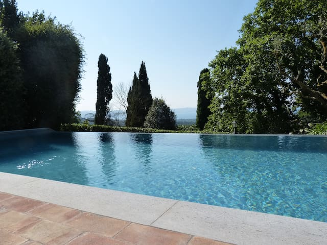 Villa Nicoletta with infinity pool Book now!