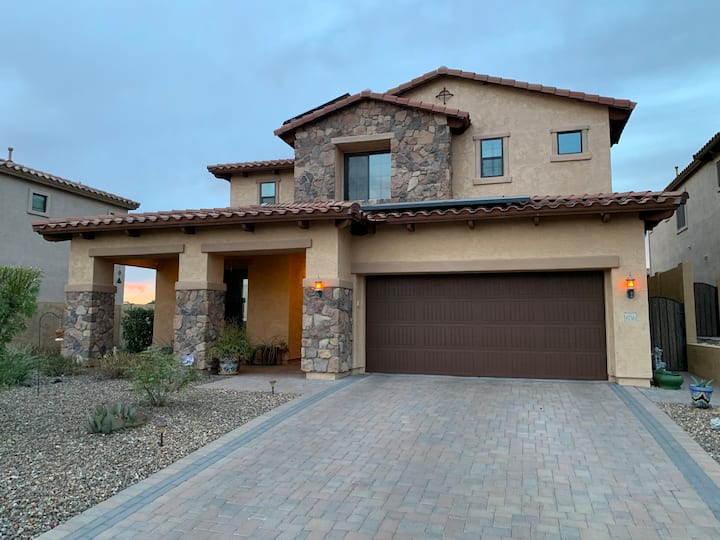 Beautiful home with mountain views in Mesa, AZ