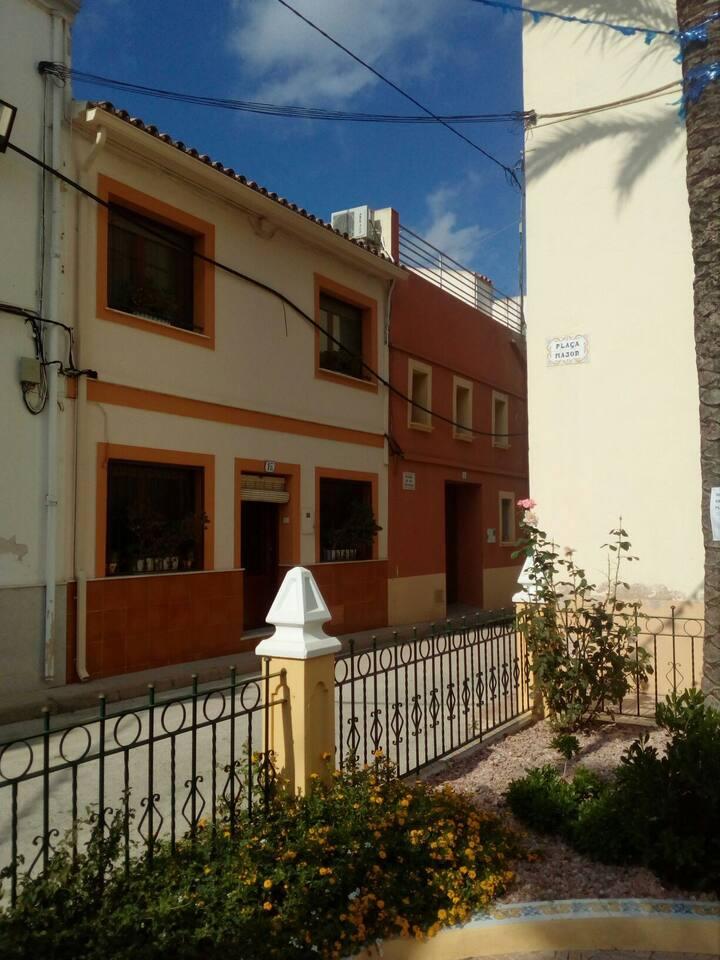 Maison de village dans la montagne près de la mer
