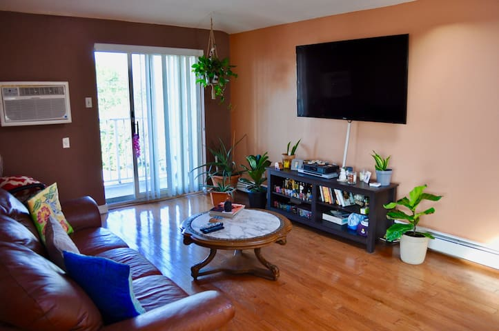 Sunny Spacious 2 bedroom condo
