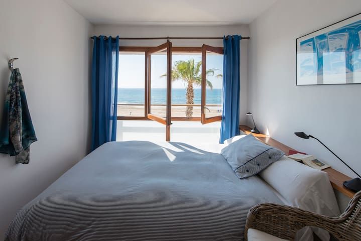 Your apartment ON the beach - Torredembarra - Apartament