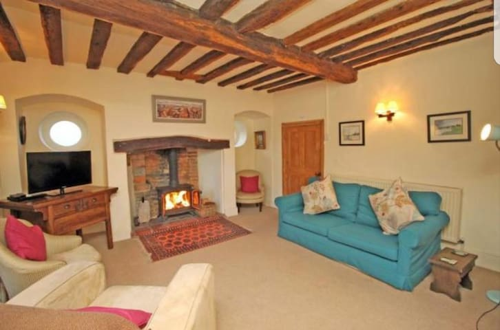 Charming grade II listed Georgian cottage in Holt.