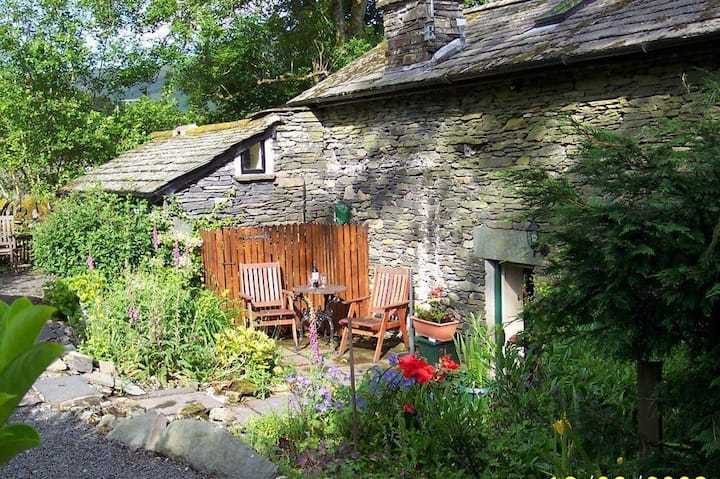 Pet friendly Azalea Cottage Clappersgate Ambleside