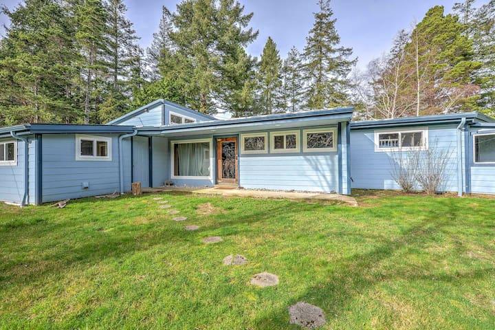 2BR Bandon Log Cabin on 5 Acres of Woodlands! - Bandon - Cabin