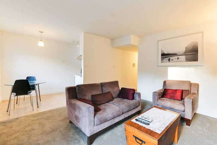 Bernal Heights Apartment, Patio + Parking