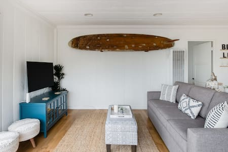 Go Surfing From a Bright Bungalow in Laguna Beach