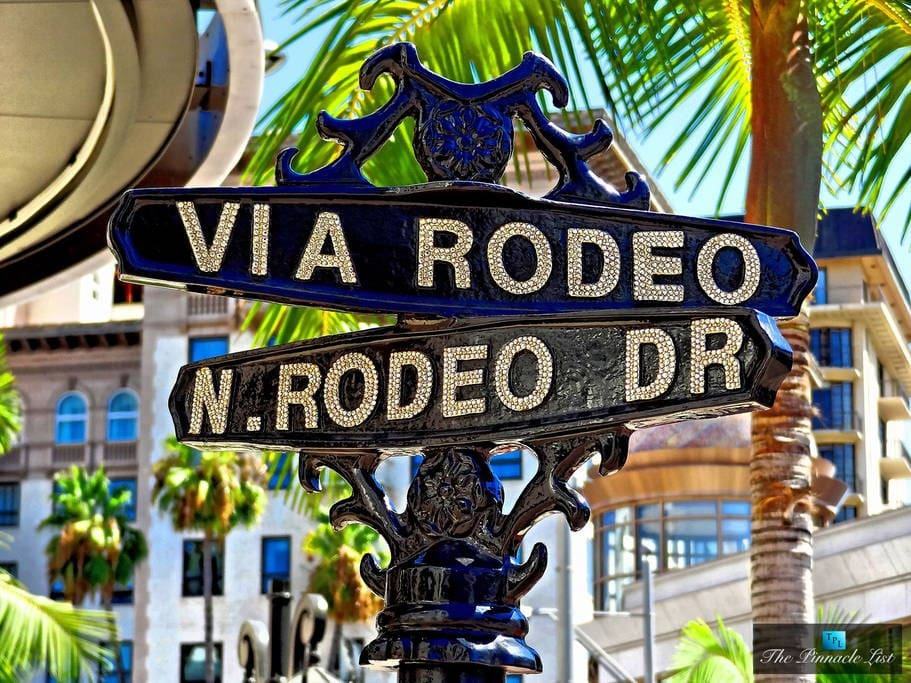 Take photos of the famous Rodeo Dr sign, located just a few blocks away.