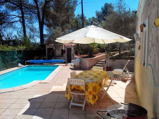 T2 en rez villa - La Destrousse - Villa