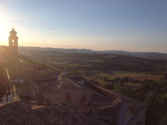 Cozy townhouse with a view - Castelfidardo - Talo