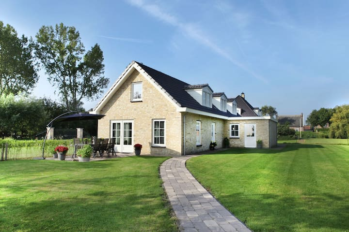 Luxurious and modern house with large garden and privacy, near Schoorl and the beach