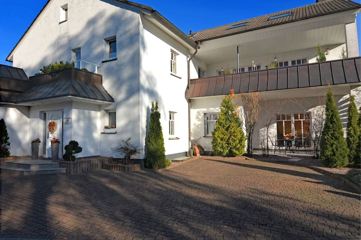 Appartement spacieux à Madfeld avec terrasse privée