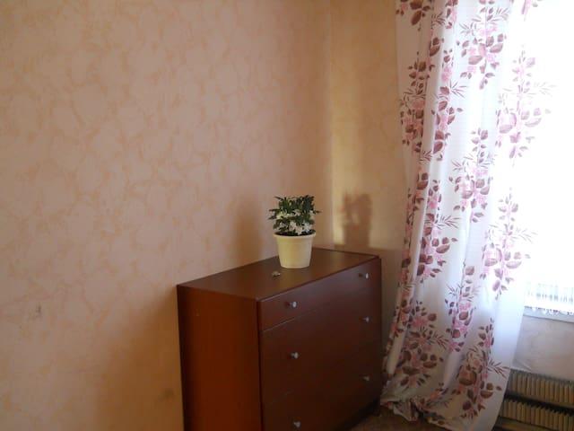 Уютная и недорогая комната - Moskva - Apartment