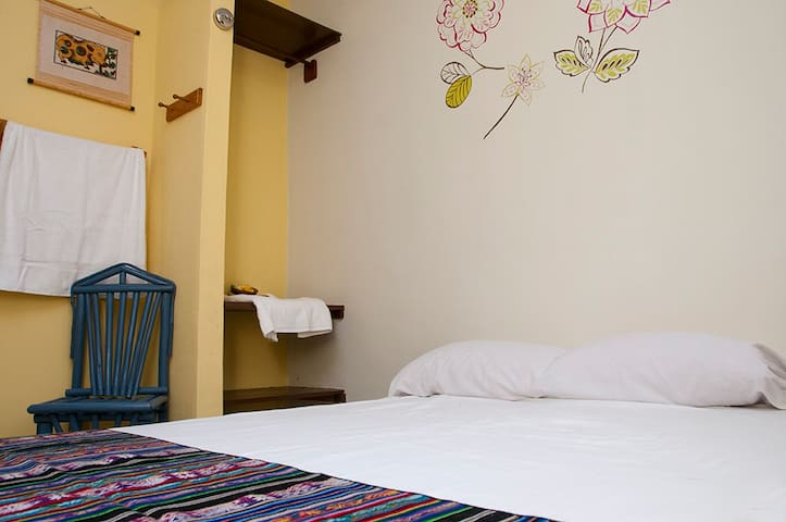 #02 Budget Friendly Single Room - Antón - Casa
