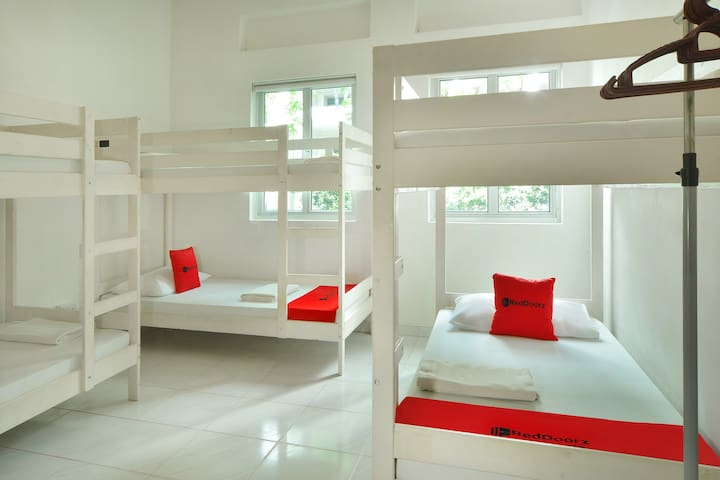Bed & Breakfast in dormitory @ Penhas Road