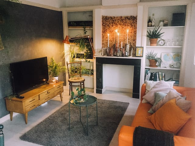 Stylish 30s apartment with office and many plants