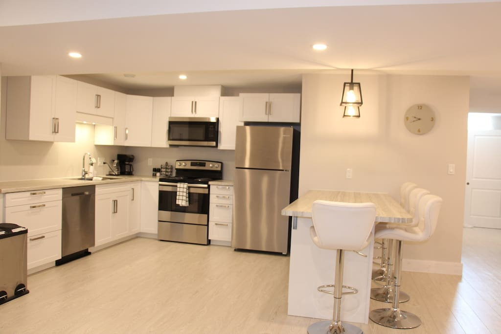 Fully equipped kitchen, complete with peninsula seating for four.