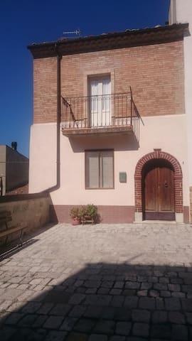 IMMOBILE RISTRUTTURATO CON GARAGE - Petrella Tifernina - House