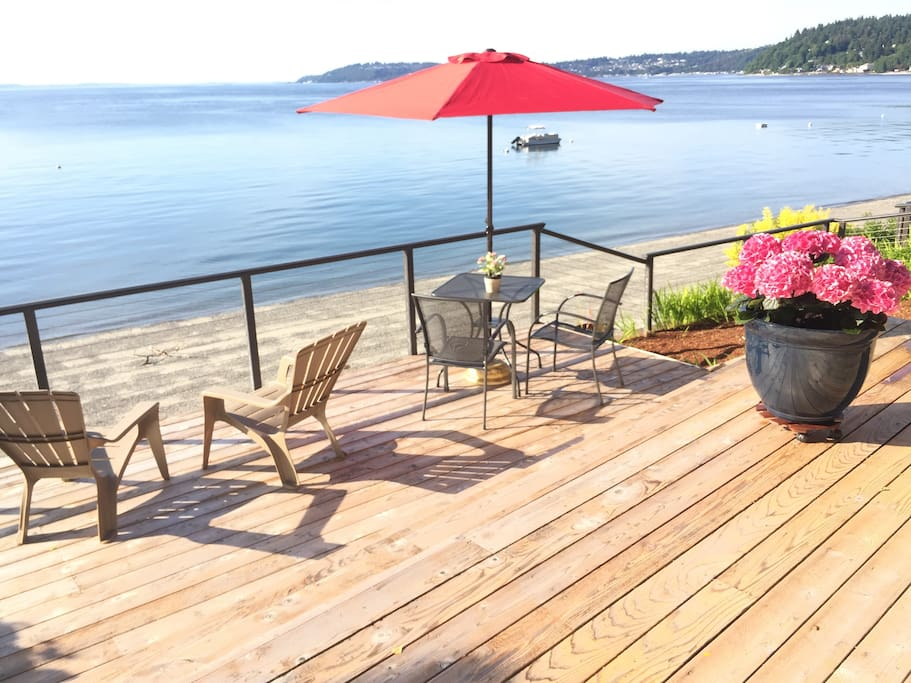 ...relaxing private deck… A great place to spend your days and evenings on Puget Sound.