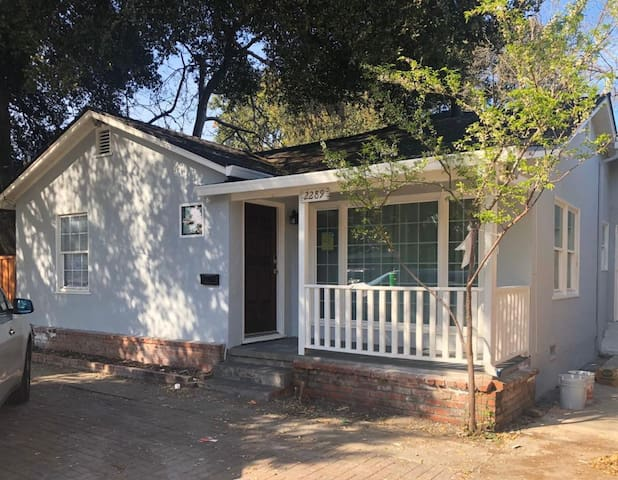 Newly renovated 2BR/1BA in East Palo Alto