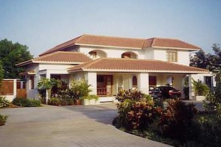 Bungalow with serene outdoor space - Tiruppur