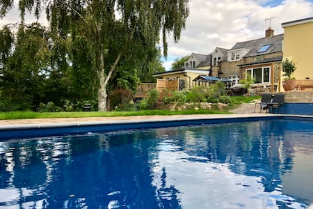 Secluded hideaway, heated pool, walks, fossils