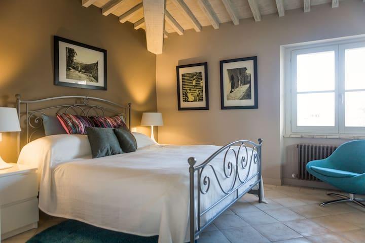 Luxury Apartment, views & balcony in idyllic town