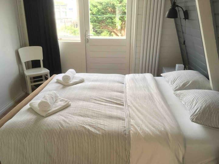Lovely house in center of Hoorn-garden-2 bedroom