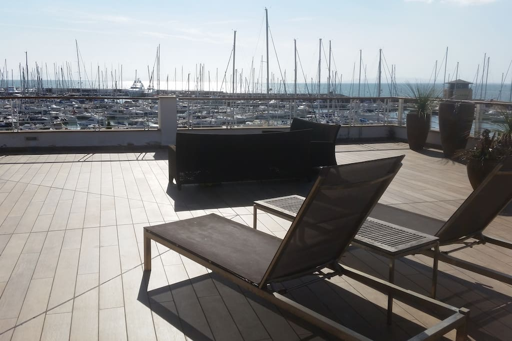 One Large terrace with beautil view from one side to te hill, from the other side to the yachts and creek. You can enjoy the view sunbathing.