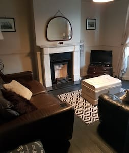 Cosy stylish house nr Ferry,train and bus services