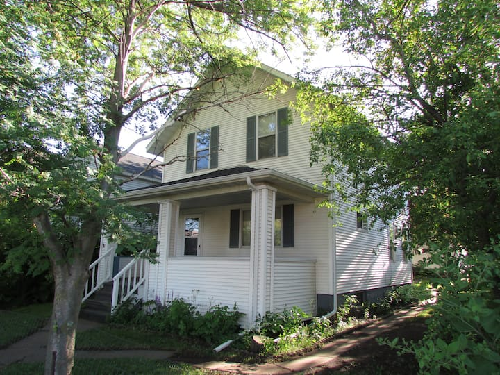Centrally Located Home 5 miles to Canal Park